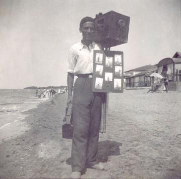 Antonio Gori sulla spiaggia di Follonica, 1932