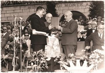 Il presidente del Consiglio Amintore Fanfani riceve la cittadinanza onoraria da Ettore Zolesi (1961)