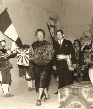 Cittadinanze Onorarie - Il sindaco Ettore Zolesi conferisce la cittadinanza onoraria a alla regina d'Olanda (1961)a