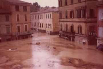 Piazza del Mercato01